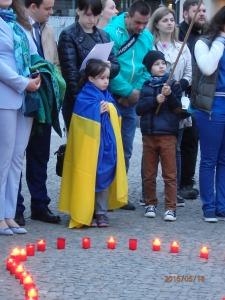Berührender Patriotismus: Eine Urenkelin der Krimtataren am Brandenburger Tor - Foto: LyrAg