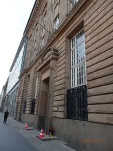 Staatstrauer in Bayern, Flaggen auf Halbmast. Nur in der Bayer. Vertretung in Berlin war man bereits im Wochenende... Foto: LyrAg