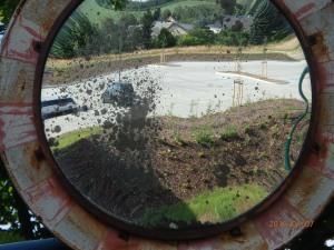 Durch den alten Kontrollspiegel Blick in eine (Gott sei Dank!) andere Außenwelt - Foto: LyrAg