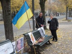 Unermüdlich: Ronald Wendling zur 100. Mahnwache für die politischen Gefangenen vor der Russischen Botschaft in Berlin  Foto: LyrAg