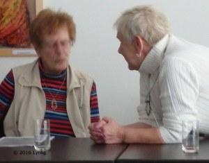 Hoheneckerinnen im Gespräch: Regina Labahn (re.) und Lenchen Köhler
