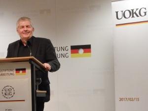 Fragen nach der Glaubwürdigkeit: BStU-Chef Roland Jahn - Foto: lyrAg